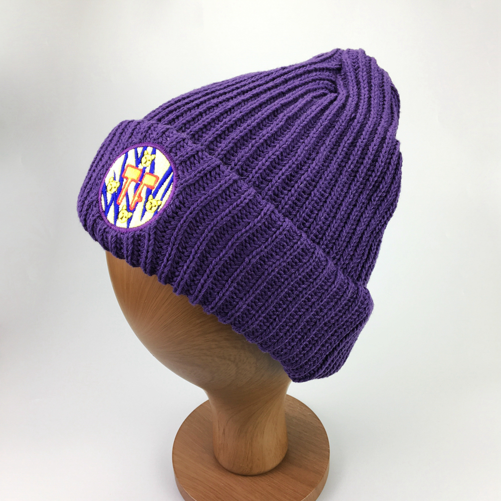 Wholesale various colors custom woven label knitted beanie